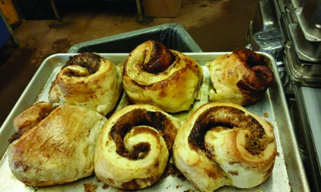 I like many breakfast places, but  Robin's Nest is the place for cinnamon rolls