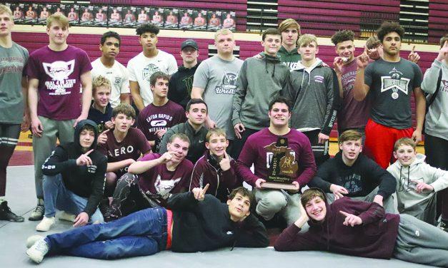 Eaton Rapids wrestling wins district title (again)
